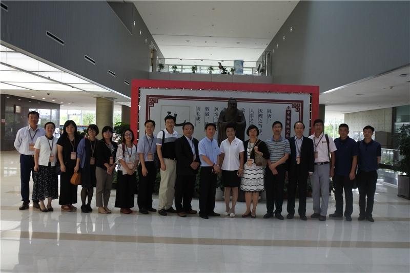 圖11:臺灣公共圖書館代表團於上海浦東圖書館合影留念