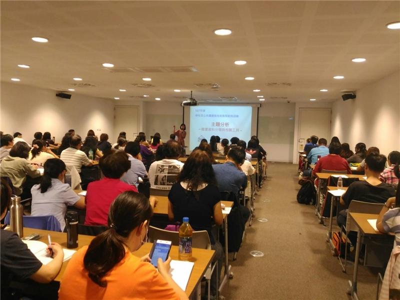 國家圖書館鄭惠珍編輯講授第一單元「圖書資料分類與相關工具」
