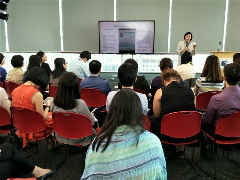 圖1  曾淑賢館長於新加坡國家圖書館管理局發表專題演講