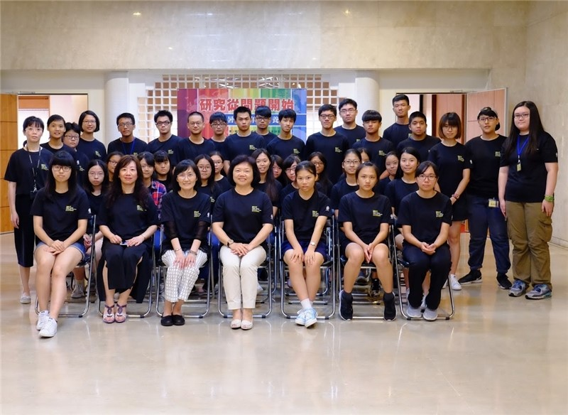 Deputy Director-General Wu (front row, center) poses with all the students and NCL staff