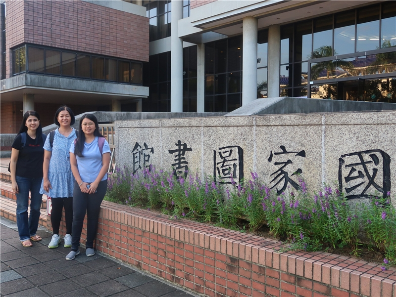 2019.09.24 Director Zhuang Luyu (middle) of the New Era University College Tan Lark Sye Library, and two others visited NCL