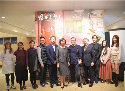 NCL Director-General Shu-hsien Tseng (middle) and special guests pause for a group photo