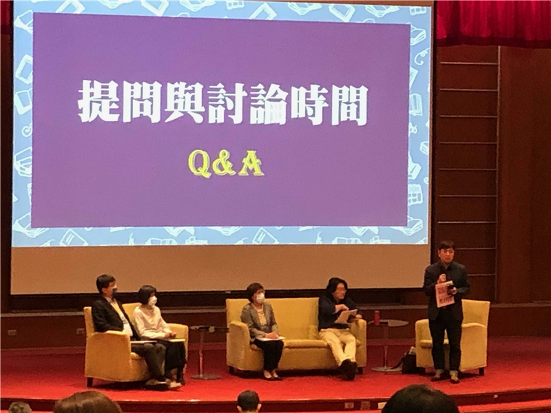 Ministry of Science and Technology Department of Humanities and Social Science Head Ming-jen Lin and scholars from four different disciplines who are publication editors in their fields engaged in a Q&A session.