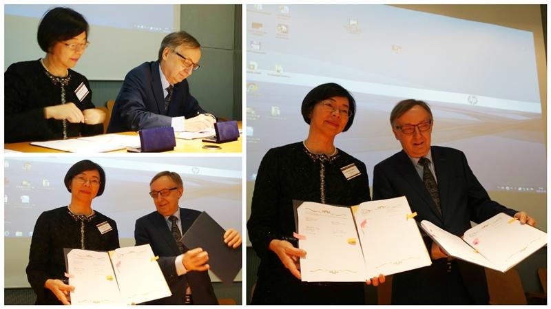 曾館長(左)與亞捷隆大學校長Prof. Dr. hab. Wojciech Nowak(右)共同簽署「臺灣漢學資源中心」合作備忘錄