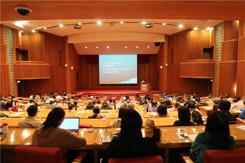 今日參與講座之讀者於本館國際會議廳聽講
