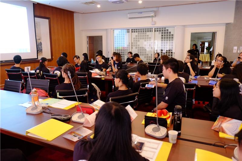 青年學者養成營學員認真聆聽