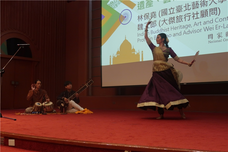 Classical dance performed by You Wei-ting