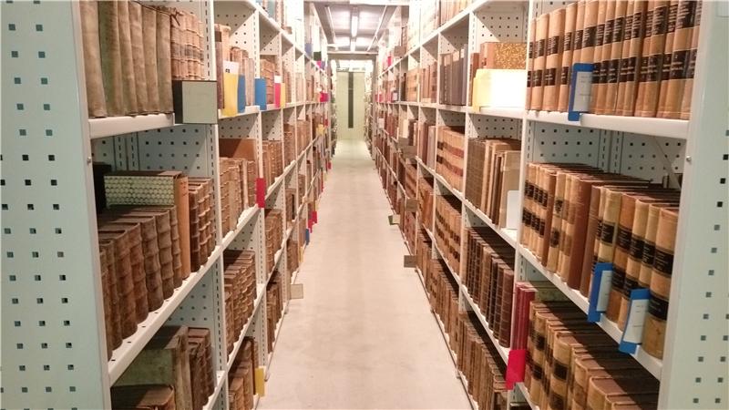 哥本哈根大學人文學院圖書館密集書庫以12度恆溫保存藏書