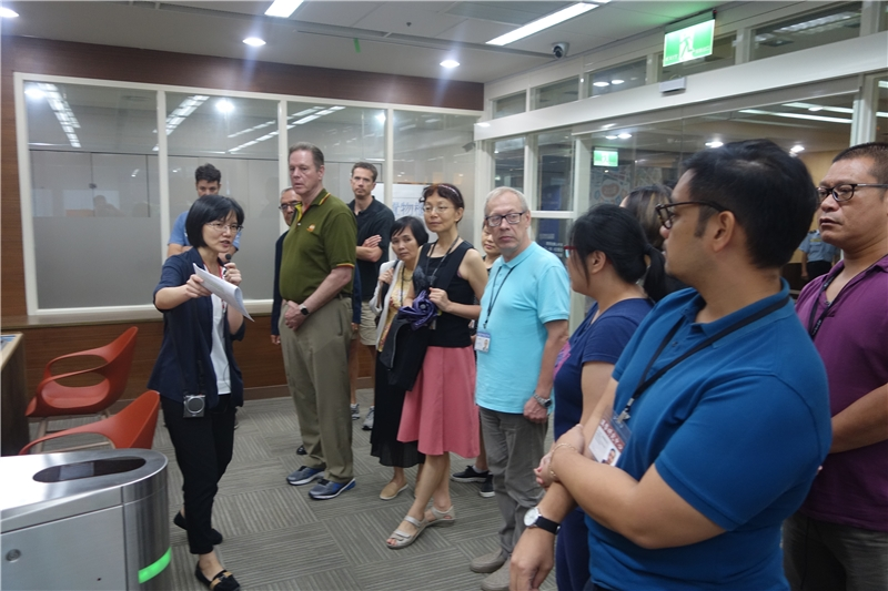 國家發展委員會檔案管理局魏雅惠科長解說展覽
