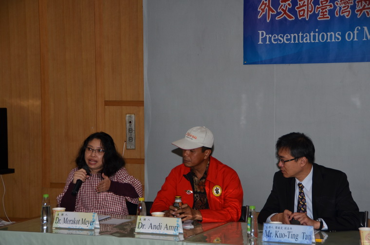 左起:Morakot Meyer博士、Andi Amri博士、譚國定副主任