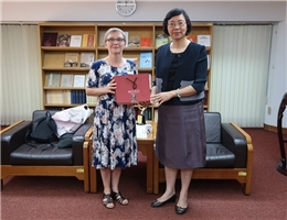 Dr. Ewa Zajdler from Jagiellonian University in Poland Visits Director-general Tseng
