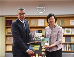 Panamanian Ambassador to Taiwan, Dr. Alfredo Martiz, Presents the NCL with a Collection of Books