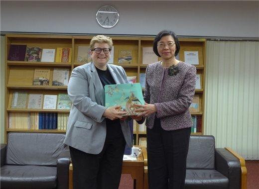 加拿大英屬哥倫比亞大學(UBC)圖書館館長 Dr. Susan E. Parker一行三人來館參訪