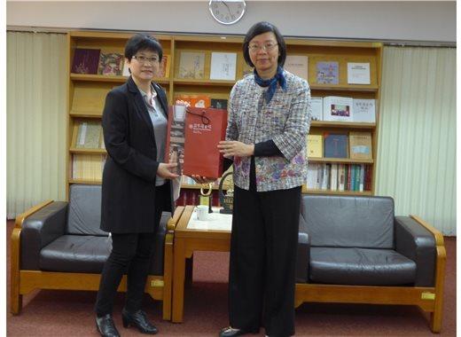 新加坡國家圖書館管理局高級圖書館員Ms. GEE Miaw Miin來館參訪與交流