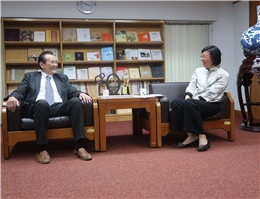 Mr. Khaliun Panidjunai from the Ulaanbaatar Trade and Economic Representative Office Visits NCL Director-General Tseng