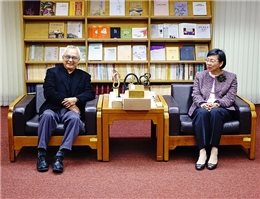 A Reprint of National Treasure Diamond Sutra at NCL Is Published