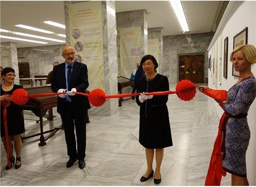 臺灣文化外交再下一城,國圖傳統經典傳誦東歐 -「文明的印記:圖書的奇幻旅程」古籍文獻展覽於匈牙利國家圖書館舉行