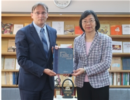 Slovak Economic and Cultural Office Taipei Representative Martin Podstavek Visits NCL Director-General Tseng