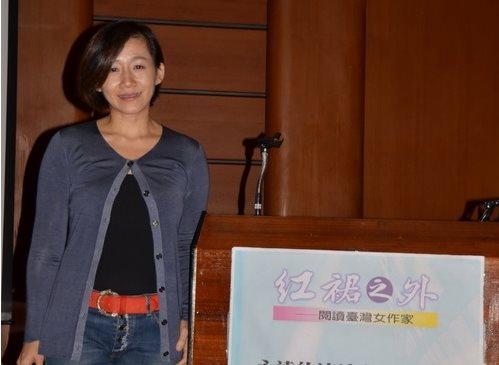 夏季講座第三場郝譽翔教授主講「永遠的流浪者──三毛」