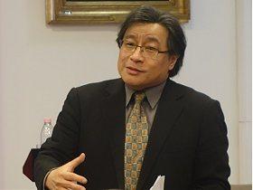 依違於帝國之間:臺灣民主及國家認同的形成