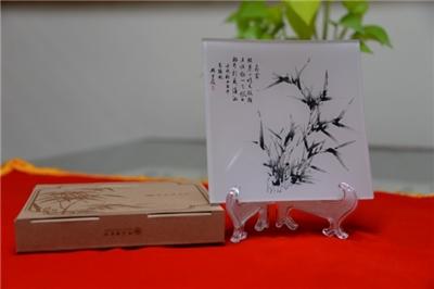 Shi Zhu Zhai Shu Hua Pu Glass Decorative Plate/〈The Thrill of Cleared Skies〉bamboo