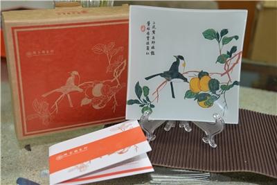 Shi Zhu Zhai Shu Hua Pu)Glass Decorative Plate/Fruity Flavor from the Treetop